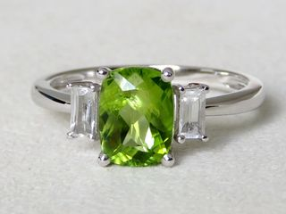 9k White Gold 1.69ct Peridot & Topaz Ring