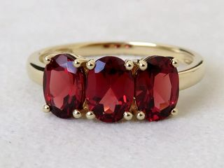 9k Yellow Gold 2.6ct Garnet Ring
