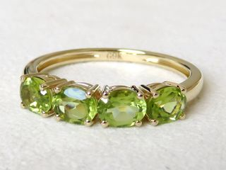 9k Yellow Gold 1.52ct Peridot Ring