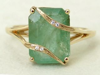 9k Yellow Gold 4.88ct Emerald & Moissanite Ring