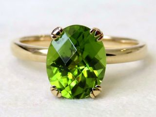 9k Yellow Gold 2.9ct Peridot Ring