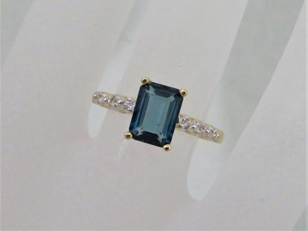 9ct Yellow Gold London Blue Topaz & White Topaz Ring