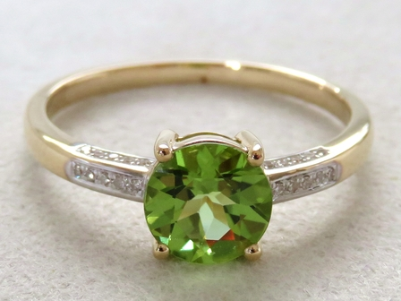9k Yellow Gold 1.06ct Natural Peridot & 20pcs Diamond Ring