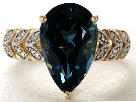 9k Yellow Gold 6.12ct London Blue Topaz & 24pcs Diamond Ring
