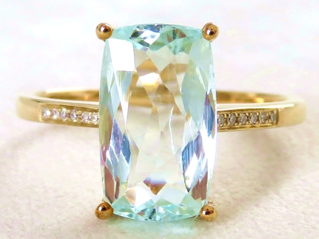 9k Yellow Gold 3.01ct Aquamarine & Diamond Ring
