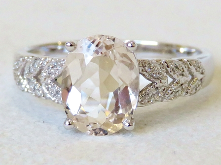 9k White Gold 1.8ct Morganite & 24 pcs Diamond Ring