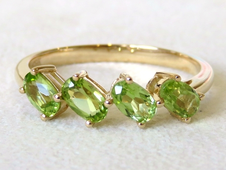 9k Yellow Gold 1.13ct Peridot Ring
