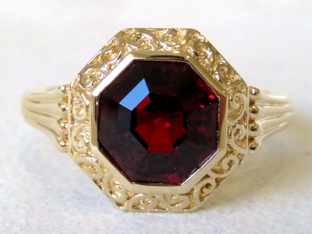 9k Yellow Gold 3.15ct Garnet Ring