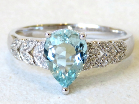 9k White Gold 1.17ct Aquamarine & 24pcs Diamond Ring