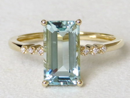 9k Yellow Gold 2.53ct Aquamarine & Diamond Ring