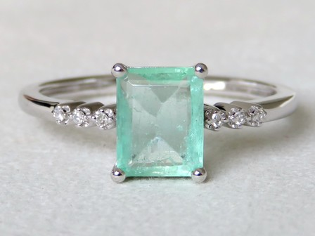 9k White Gold 1ct Neon Green Emerald & Diamond Ring