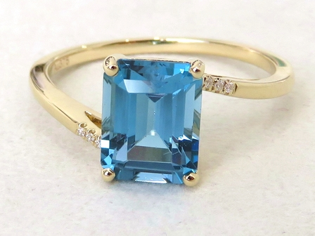 9k Yellow Gold 2.77ct London Blue Topaz & Moissanite Ring